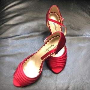 Jacqueline Ferrar- Red satin dress pump